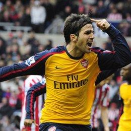 Cesc salva al Arsenal en el último minuto