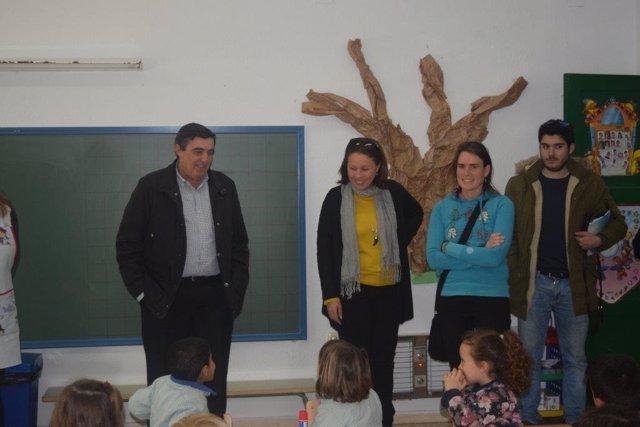 El delegado de Educación, Vicente Zarza, visita una escuela infantil.