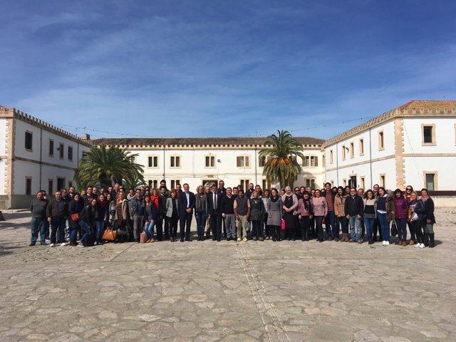 Negueruela con beneficiarios de los programas de empleo del SOIB en Inca