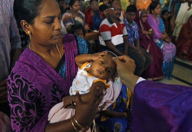 Madre india y su hijo bebé en India