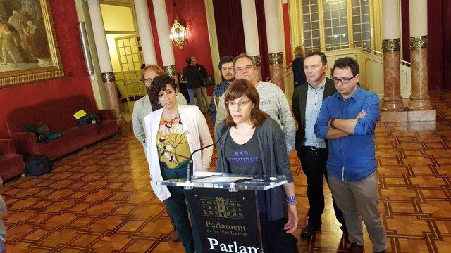 Laura Camargo y diputados Podemos