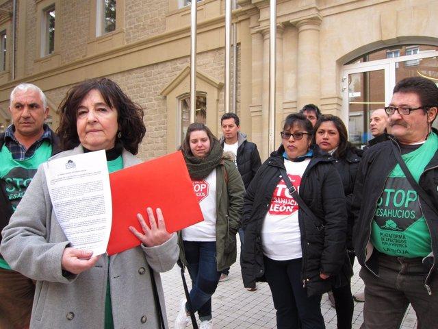PAH presenta escritos en Palacio de Justicia de La Rioja