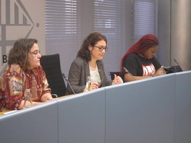Raquel Tomàs de Les Sueques, la concejal Laura Pérez y Monique Makon