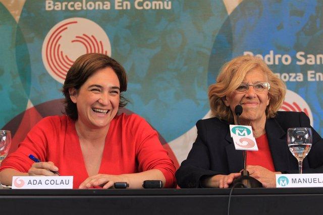 Manuela Carmena y Ada Colau en un acto en Madrid