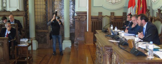 El alcalde de Valladolid, Óscar Puente, interviene en el debate del Pleno