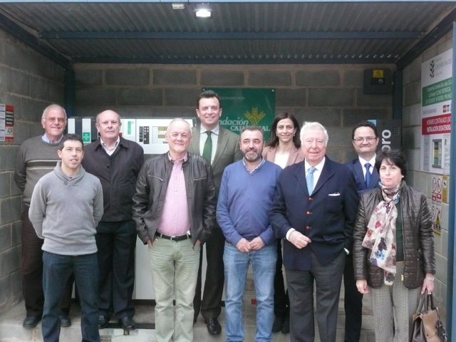 La Cooperativa Corchera de Berrocal inaugura su nueva gasolinera.