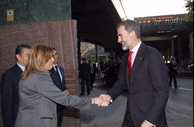 Felipe VI saluda a Susana Díaz en la inauguración del Mundial de Sierra Nevada
