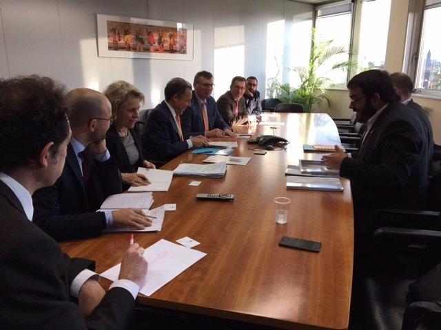 Vidal se reúne con cargos de la Comisión Europea