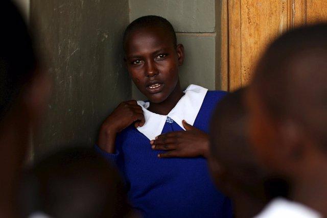 Niña en la escuela en Kenia