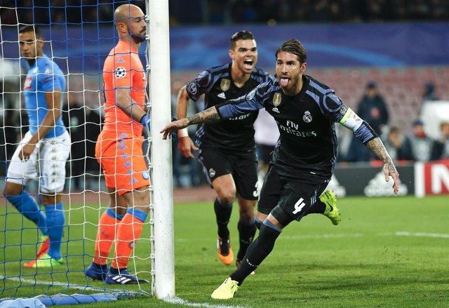 Sergio Ramos celebra el triunfo en Nápoles