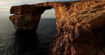 La célebre 'Ventana Azul' de Malta, derrumbada por el fuerte oleaje