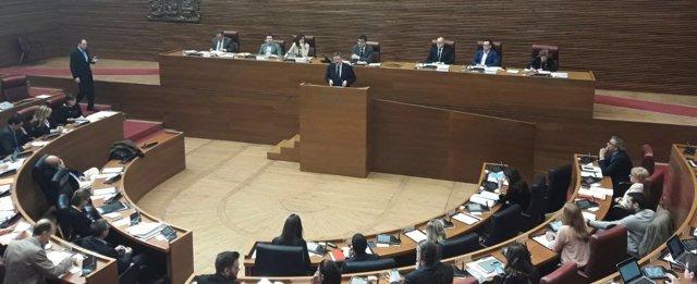 Ximo Puig interviene en el pleno de las Corts Valencianes
