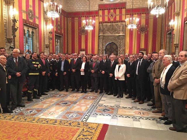 Ada Colau preside el acto del Día de los Bomberos en el Ayuntamiento