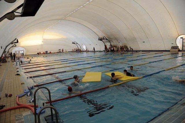 Actividades en una de las piscinas del IMD.