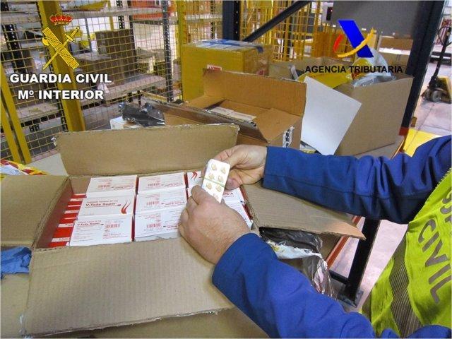 """Algunas de las cajas interceptadas con el falso """"viagra"""""""