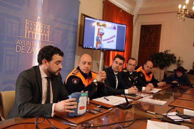 Zamora: Presentación de los desfibriladores para esta Semana Santa