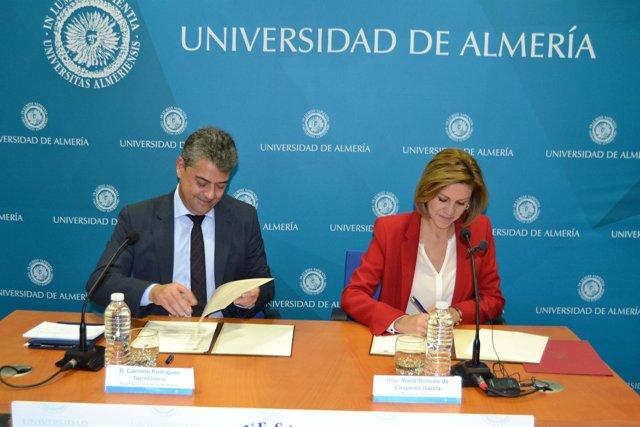 Cospedal firma un convenio con la Universidad de Almería