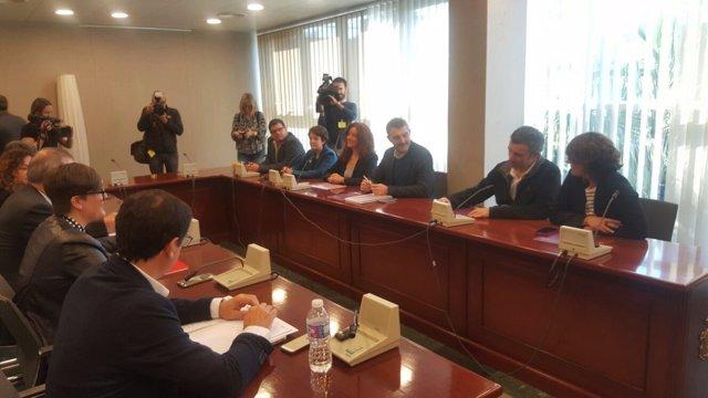 Imagen de la reunión entre Podemos y PSOE en la Asamblea