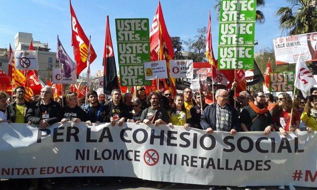 Estudiantes se manifiestan en Barcelona contra la Lomce