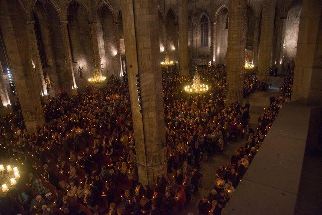 Más de 2.000 personas en un memorial religioso en recuerdo a los difuntos