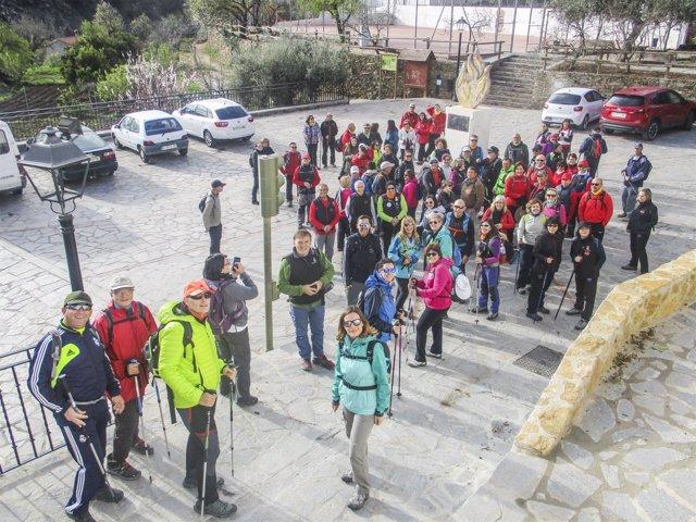 Un total de 81 senderistas han disfrutado de la primera ruta del programa.
