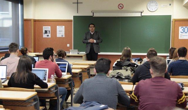 El profesor de la Michigan State University, Manuel Chávez