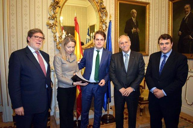 Roberto Bermúdez de Castro y Edelmira Barreiro con representantes de la Red SSPA