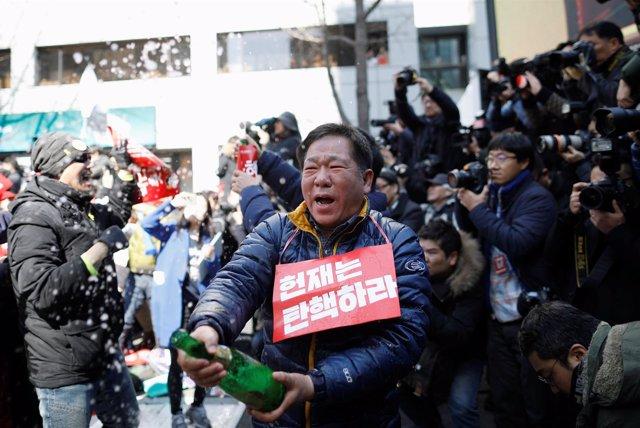 Gente celebra la destitución de Park Geun Hye