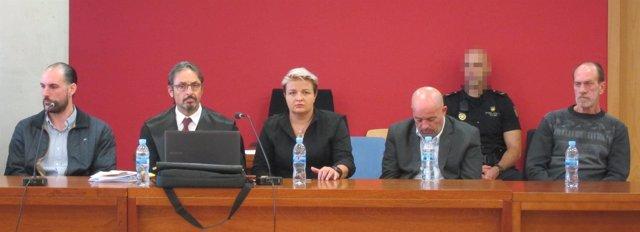 Imagen de los acusados por el crimen de los holandeses, en el banquillo
