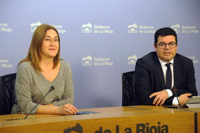 Begoña Martínez Arregui y Alfonso Domínguez, en la rueda del Consejo