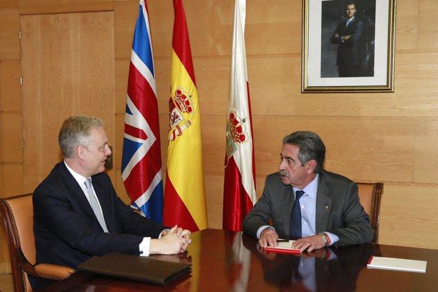 Miguel Ángel Revilla y embajador del Reino Unido en España, Simon Manley