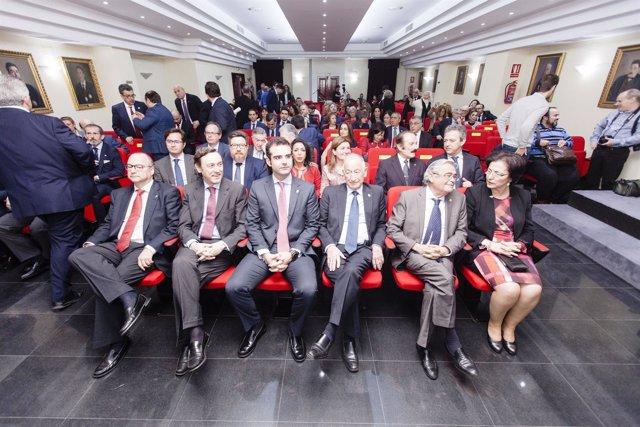 La Diputación participa en un acto oficial del Colegio de Abogados.