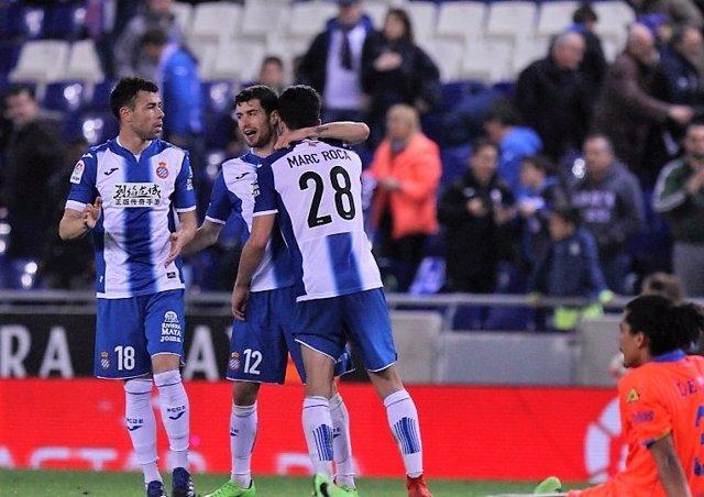 El Espanyol celebra el triunfo ante Las Palmas