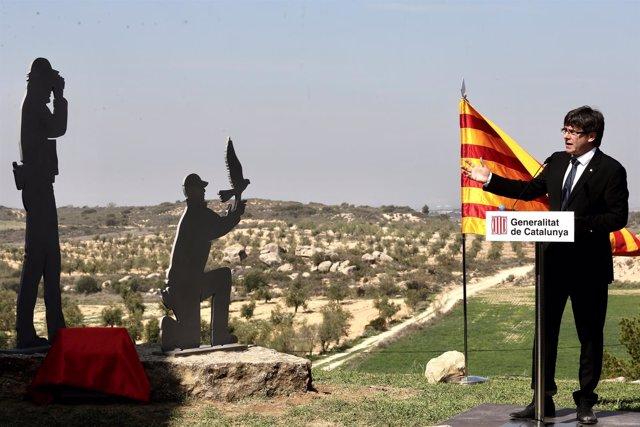 El presidente Carles Puigdemont en el homenaje a dos agentes rurales asesinados