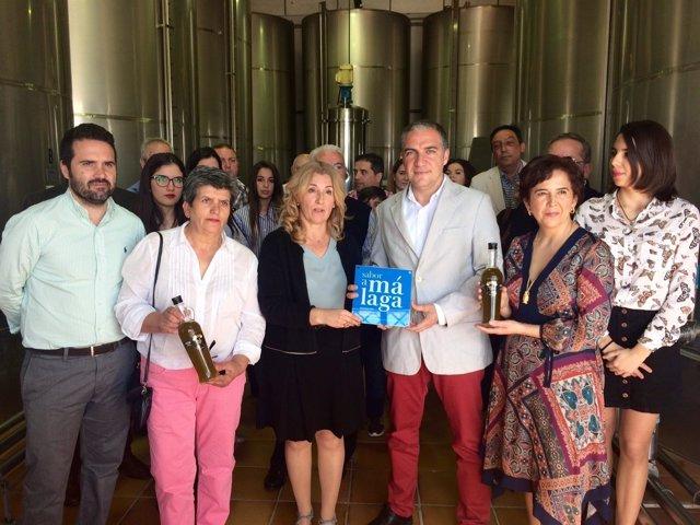 Bendodo entrega la placa Sabor a Málaga a la empresa Aceites el Niño