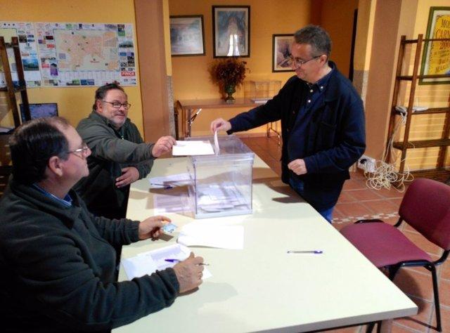 Ignacio Huertas vota en las elecciones al campo en Extremadura