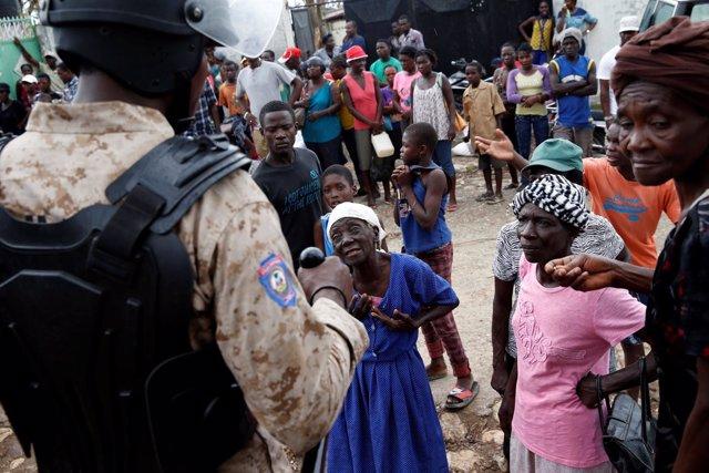 Un policía en Jeremie, Haití