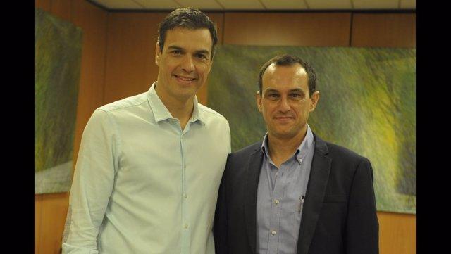 Pedro Sánchez y el secretario del PSOE Regional de Ceuta, Manuel Hernández.