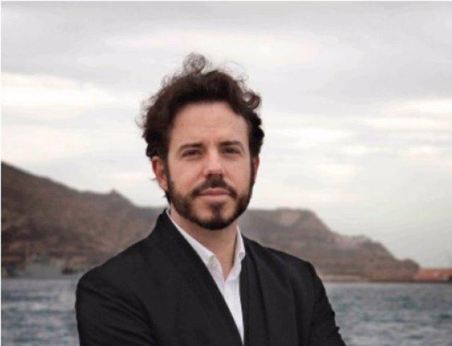 Vicente Luis Mora