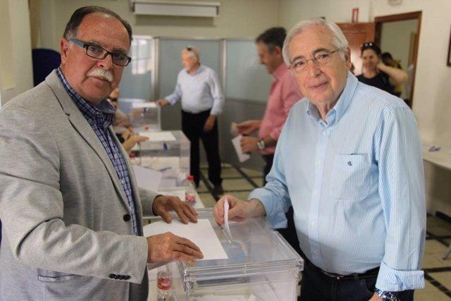 Imbroda vota en la asamblea de compromisarios