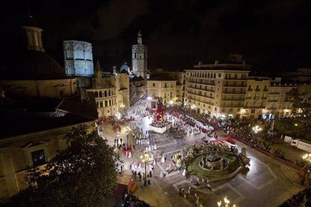 El programa de La 1 conectará en directo con la ofrenda en la plaza de la Virgen