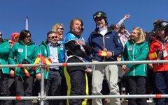 El Rey Felipe VI apoya al equipo español de snowboard y disfruta de una de sus grandes pasiones