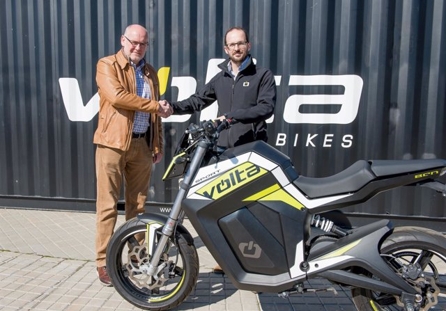Francesc Llorens (dtor Segway España) y Marc Barceló (CEO Volta Motorbikes)