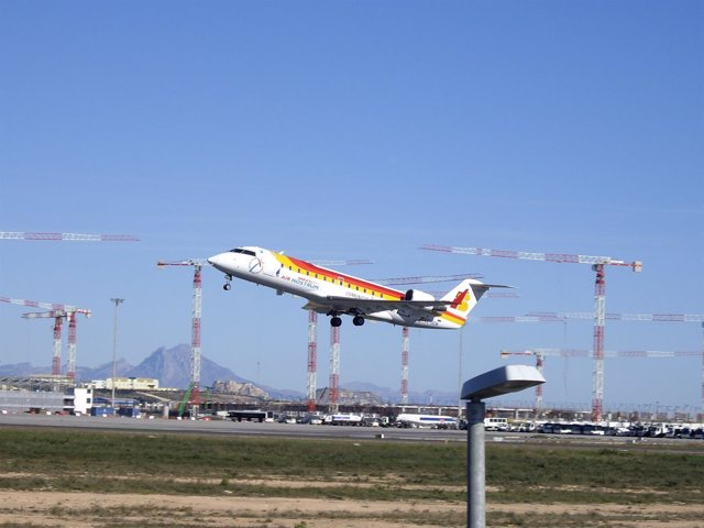 Avión En El Aeropuerto De El Altet
