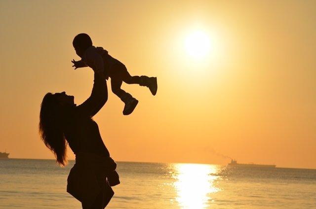 Una madre con su hijo