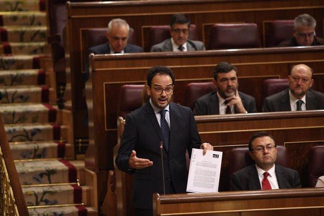 Antonio Hernando y los diputados del PSOE