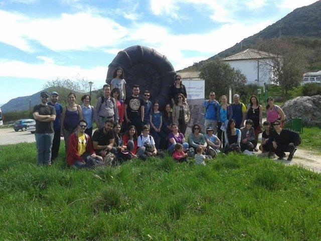 Participantes en la actividad de reforestación