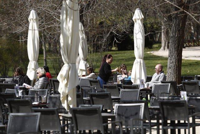 Hosteleros, hostelero, camareros, camarero, camarera, personas trabajando