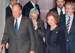 Los Reyes Juan Carlos y Sofía derrochan complicidad en su última aparición pública