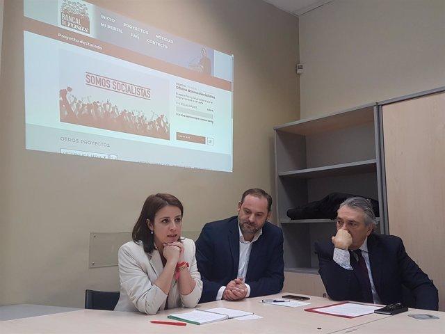 Adriana Lastra, José Luis Abalos y Manu Escudero en la oficina de campaña